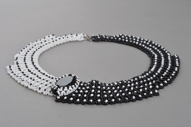 Handmade Collier aus Glasperlen mit Schmuckstein in Schwarz und Weiß für Damen foto 2