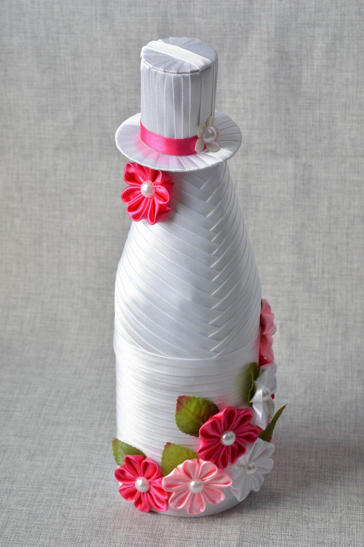 Как украсить бутылку гофрированной бумагой своими руками