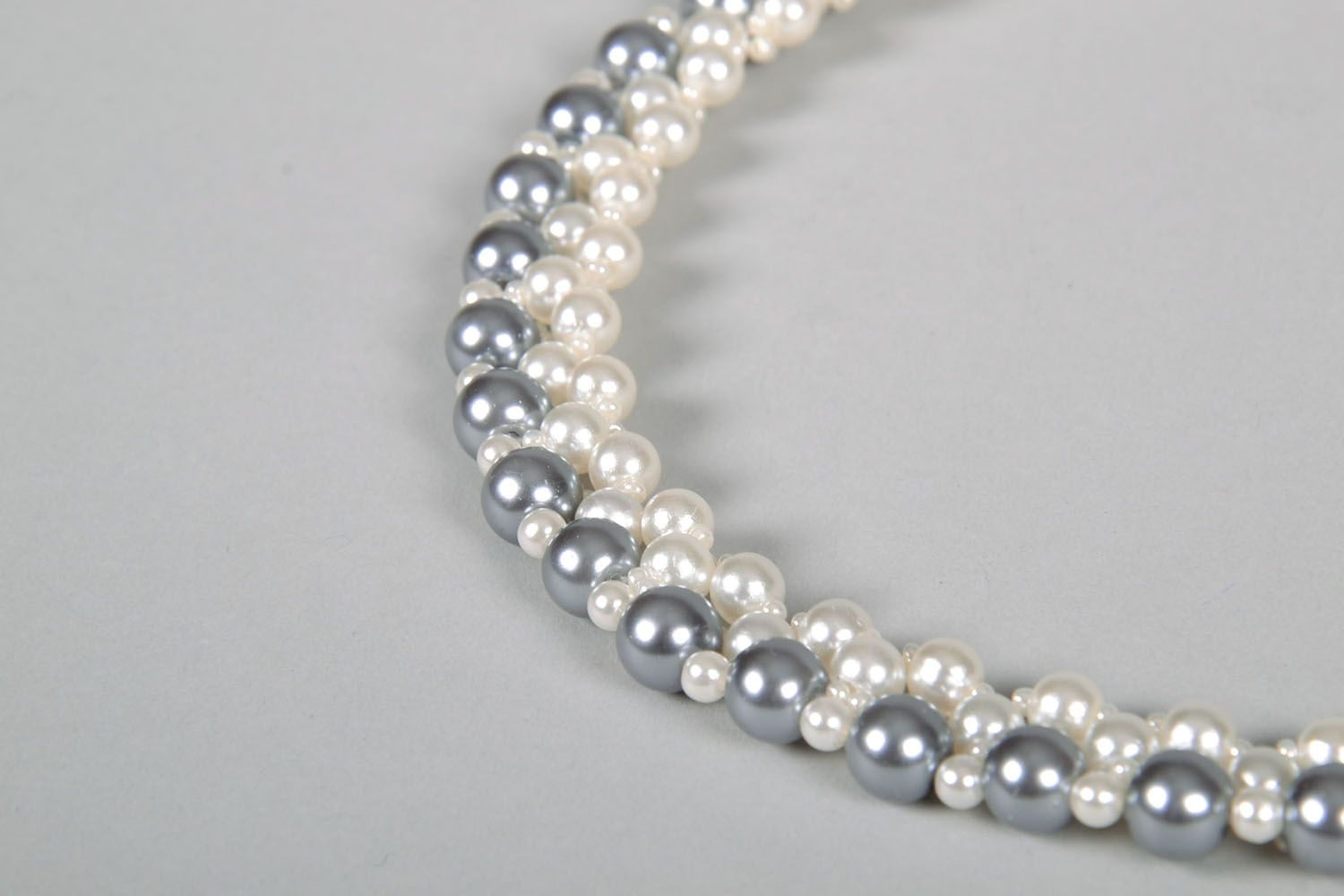 Necklace with artificial pearls photo 4