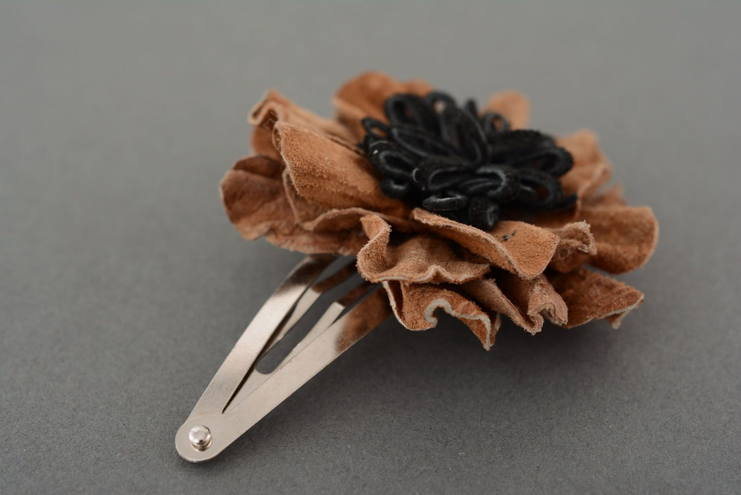Small leather hair clip photo 3