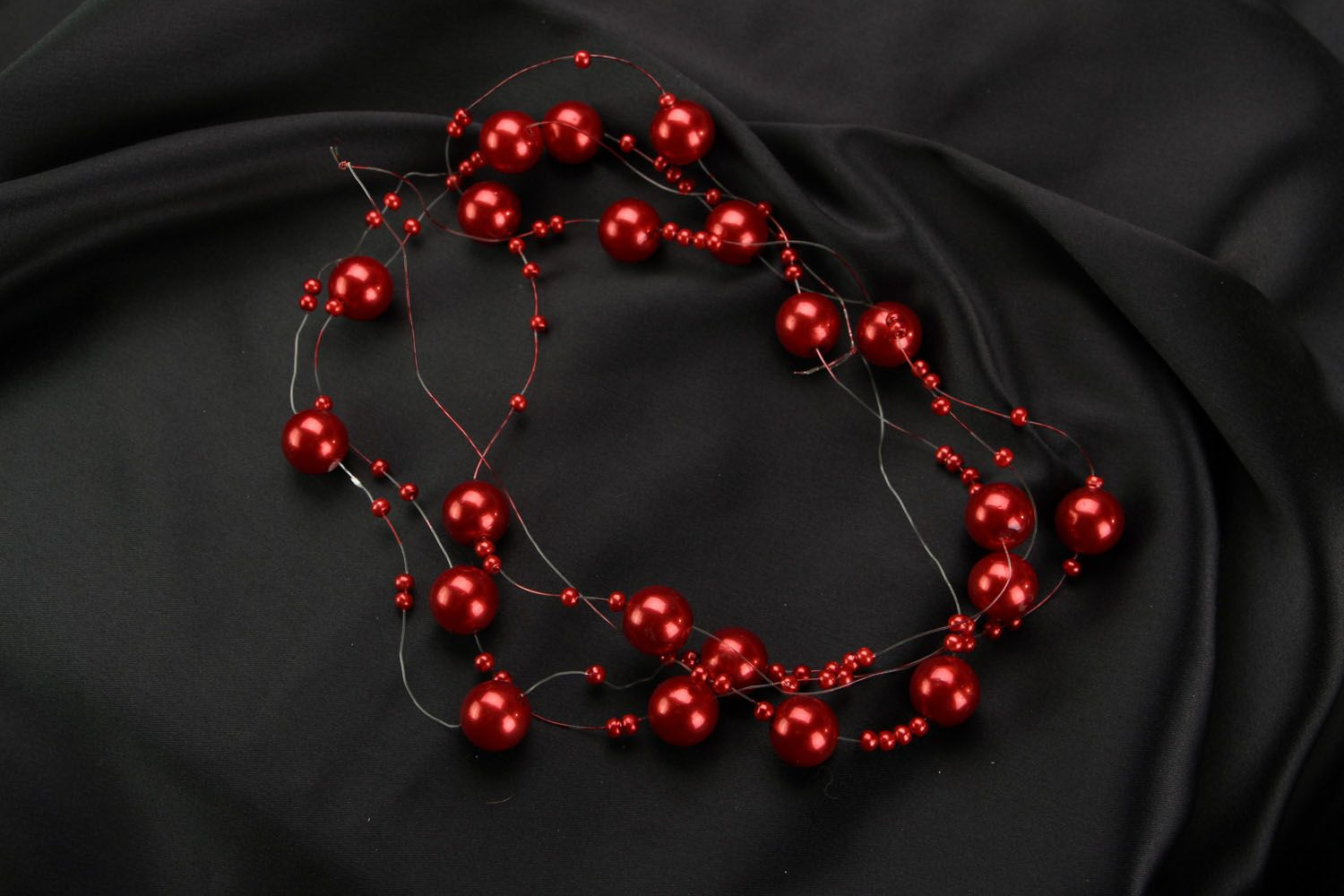 Red bead necklace photo 1