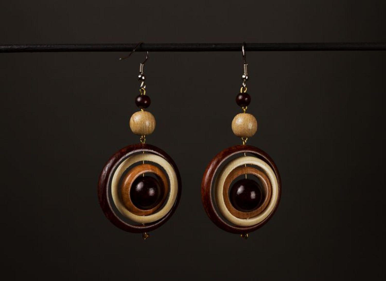 Schöne Ohrringe aus Holz foto 1