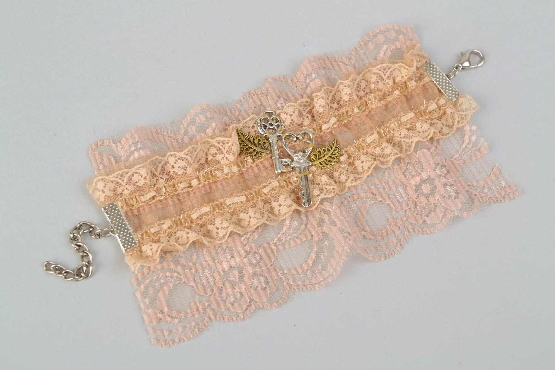 Gentle beige lacy bracelet photo 4