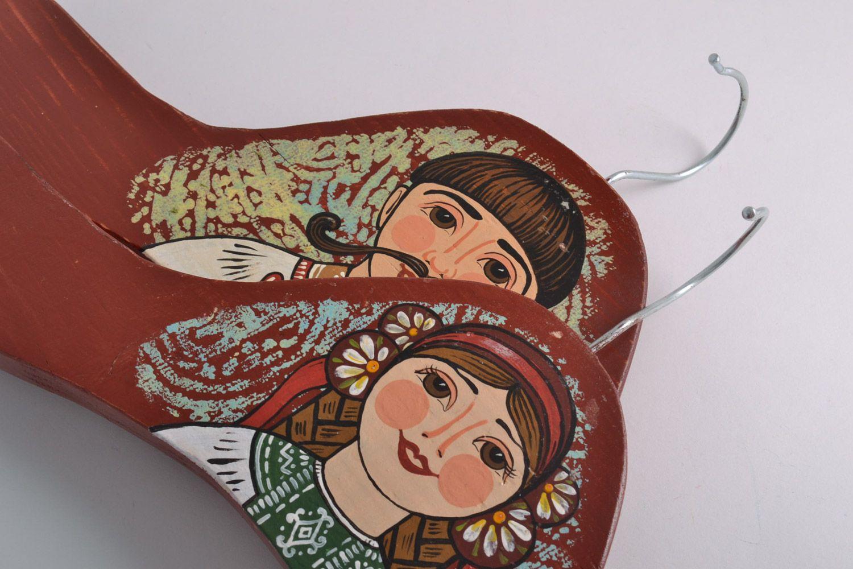 Cintres en bois décoratifs faits main design original peinture 2 pièces photo 2