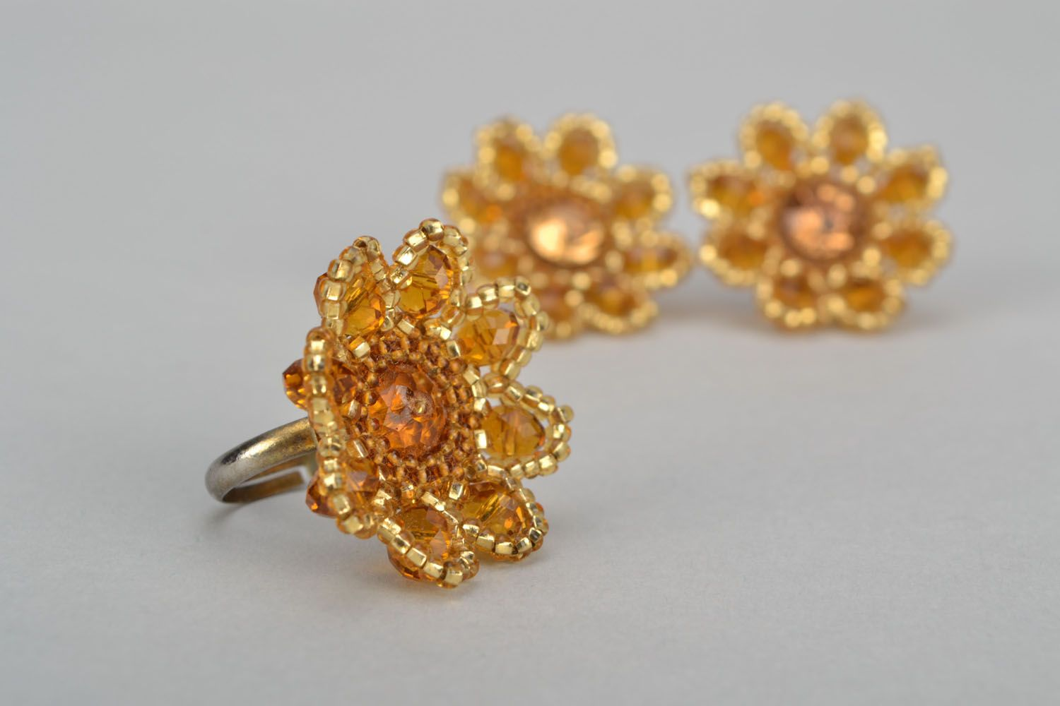 Stud earrings and ring made of beads photo 4