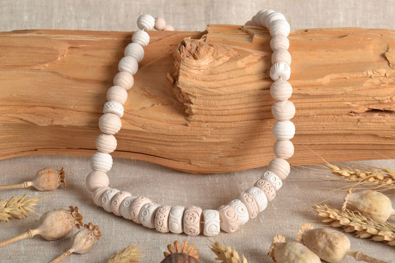 White handmade necklace photo 1