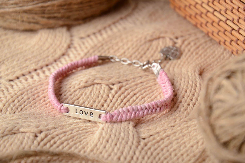 Наручный браслет из ниток Любовь фото 1