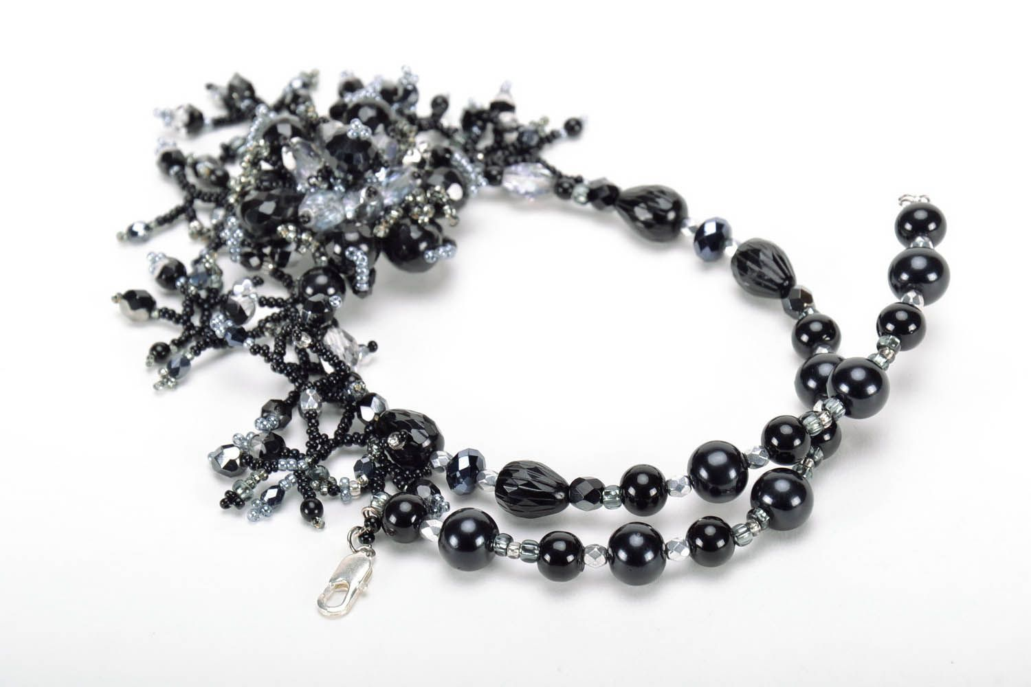 Black beaded necklace photo 4