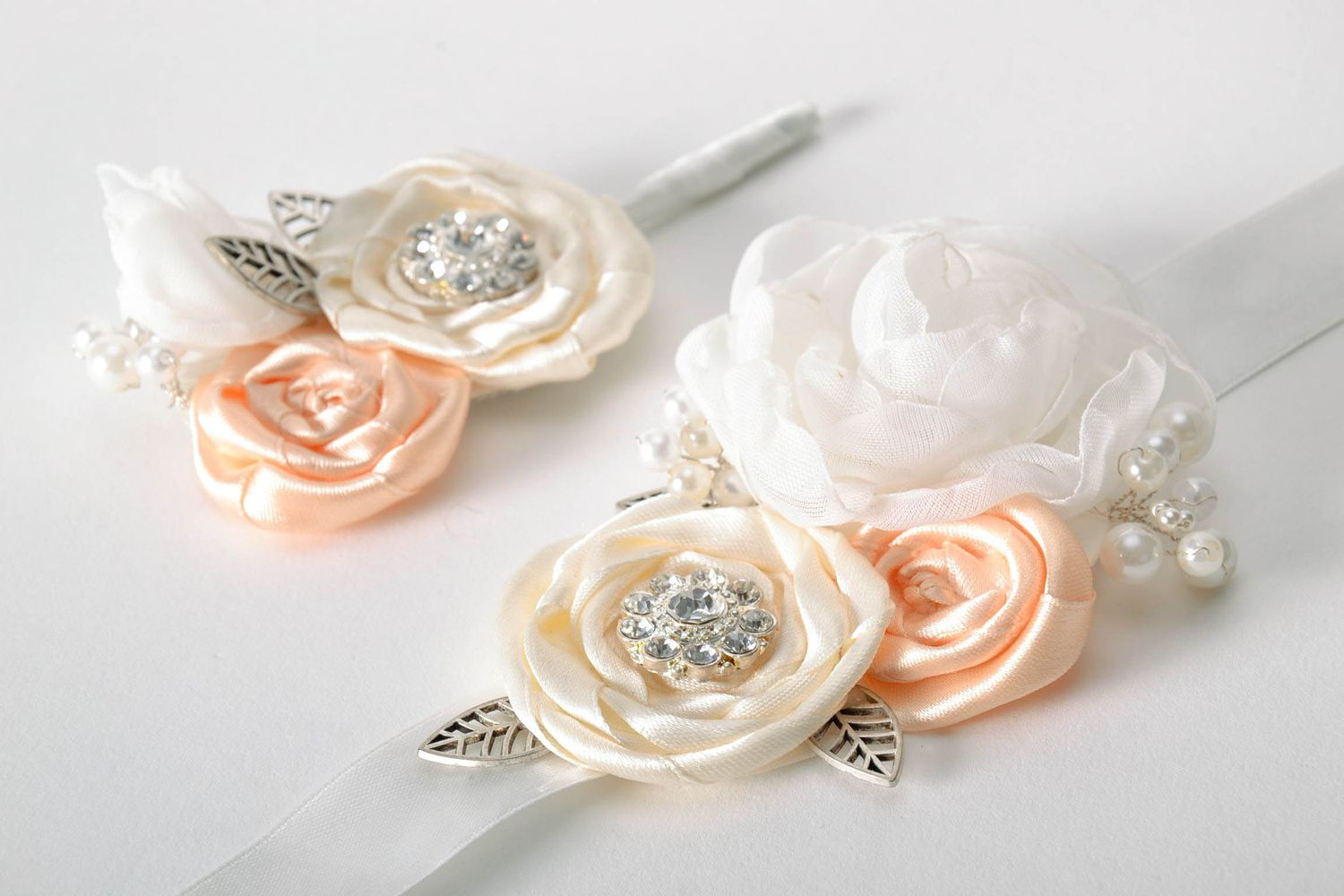 wedding accessories Set of boutonnieres for groomsmen - MADEheart.com