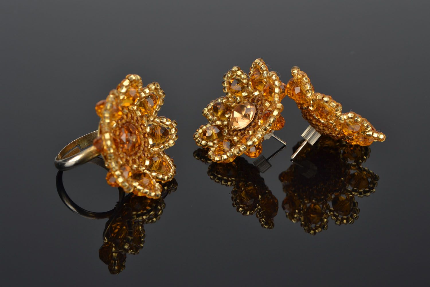 Stud earrings and ring made of beads photo 1