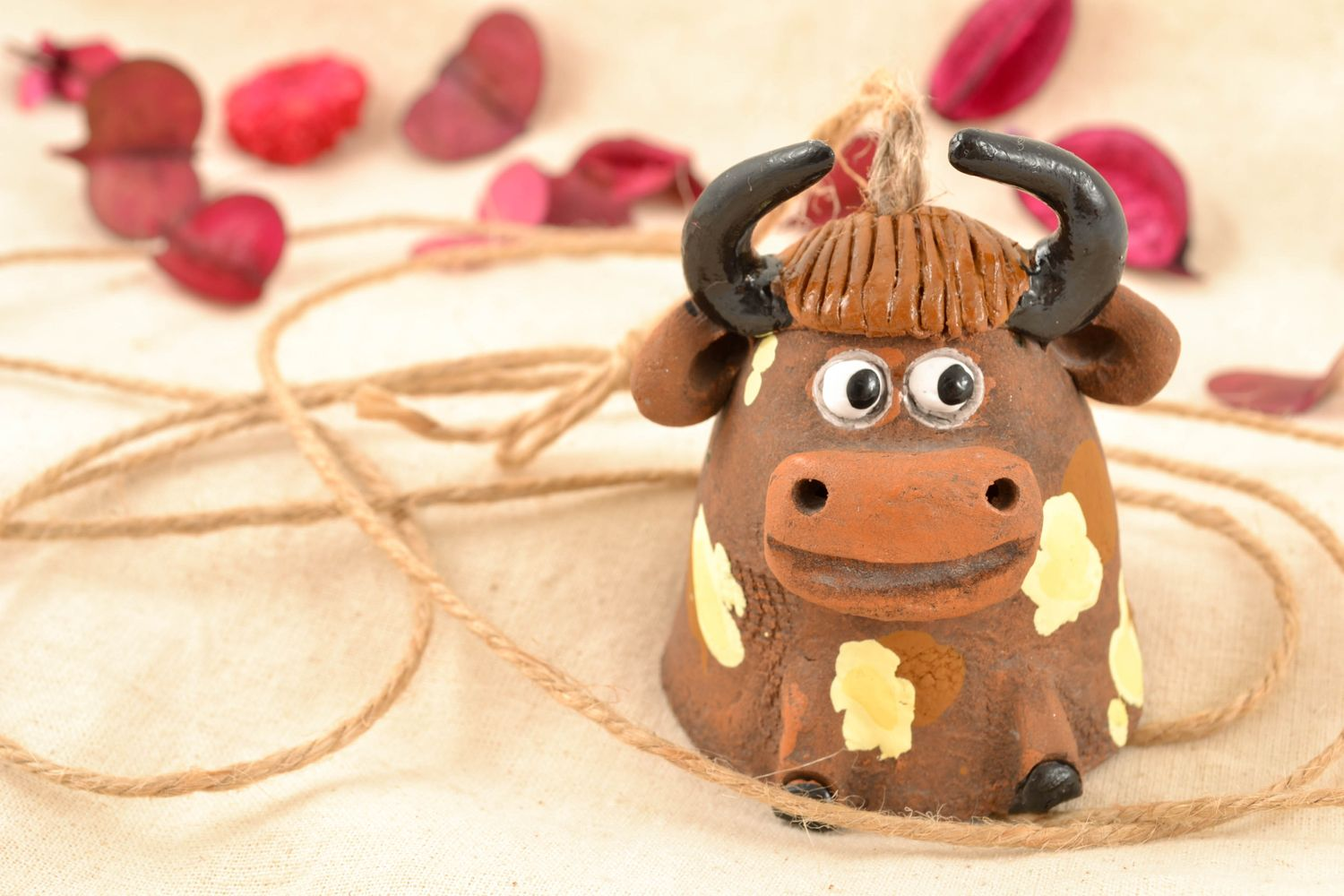 Clay bell in the shape of bull photo 1