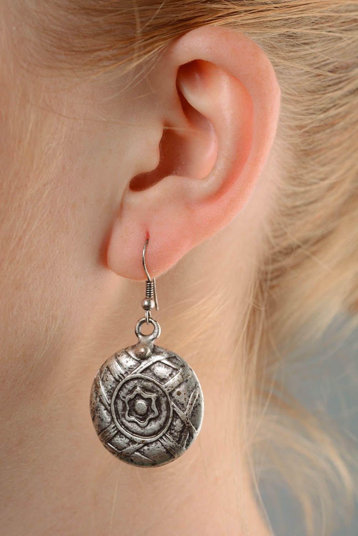 Round metal dangle earrings photo 3