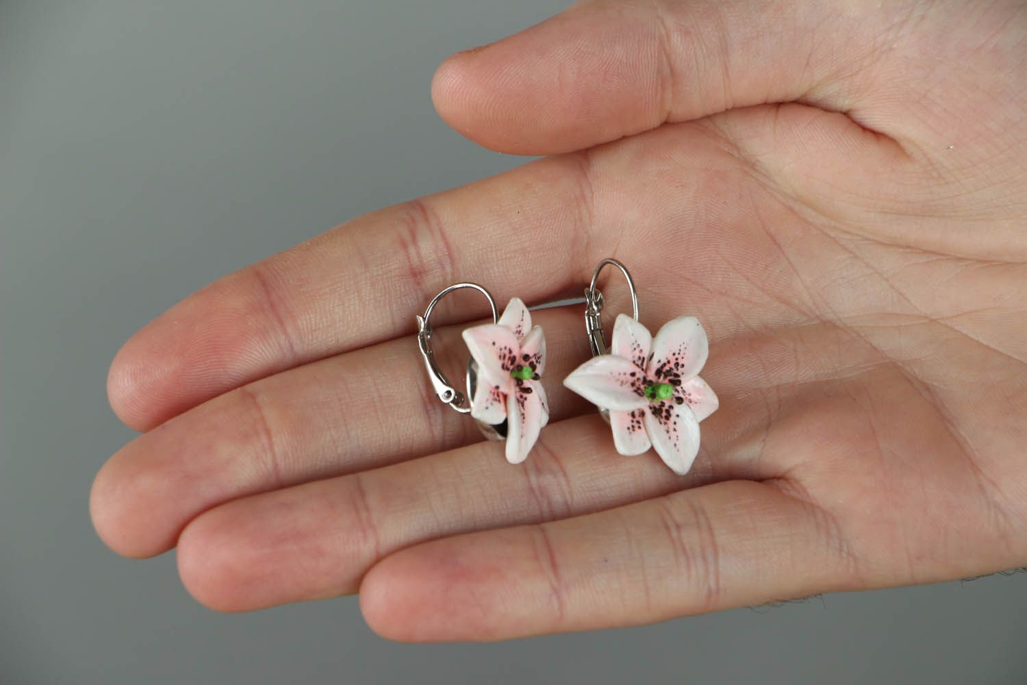 Lily earrings photo 4
