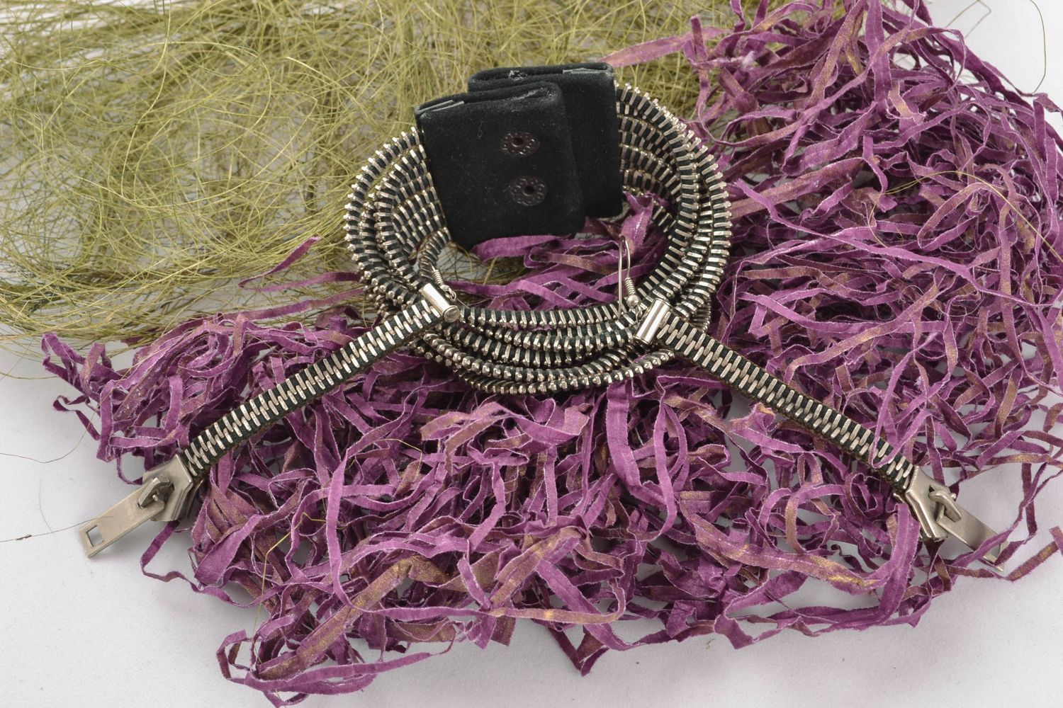 Metal and suede jewelry set Zippers photo 1
