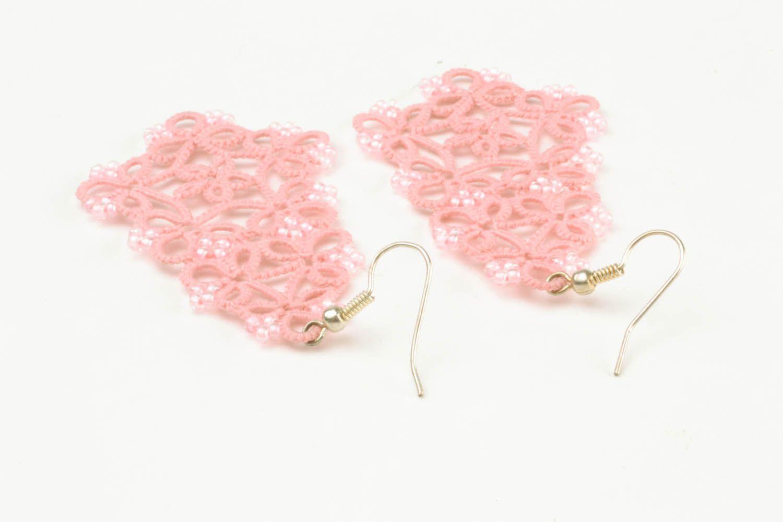 Розовые ажурные серьги фото 5