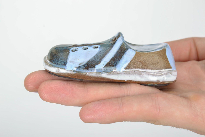 Ceramic fridge magnet Shoe photo 2