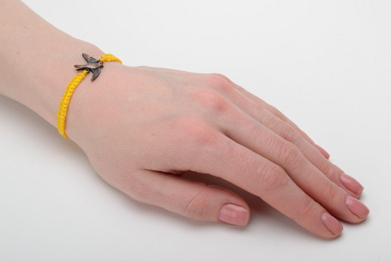 Браслет желтый своими руками 25