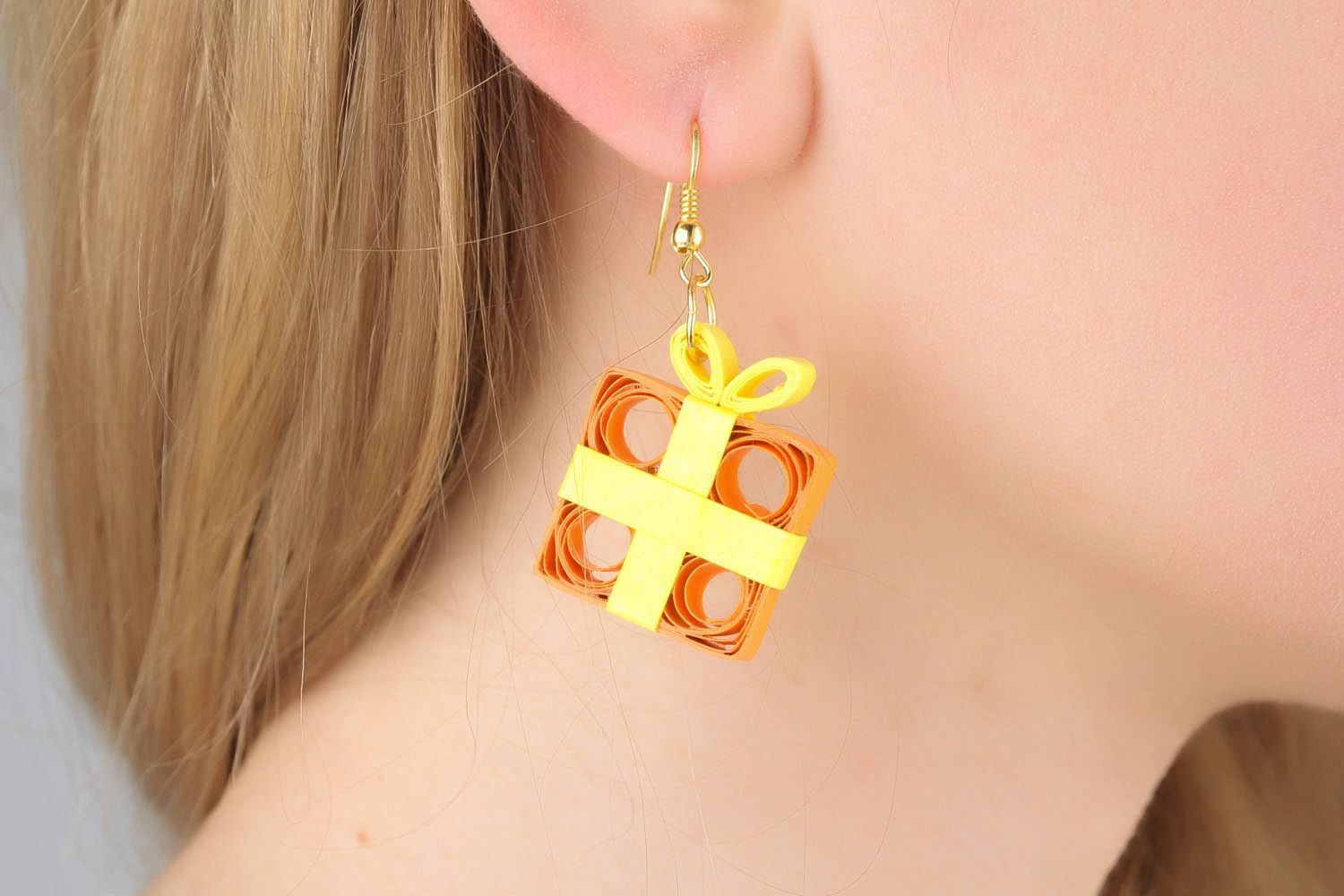 Unusual papr earrings made using quilling technique photo 1