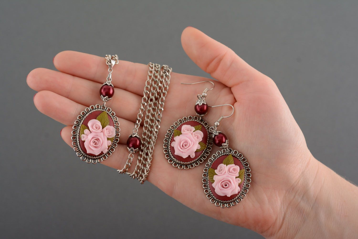 Plastic jewelry set Roses photo 5