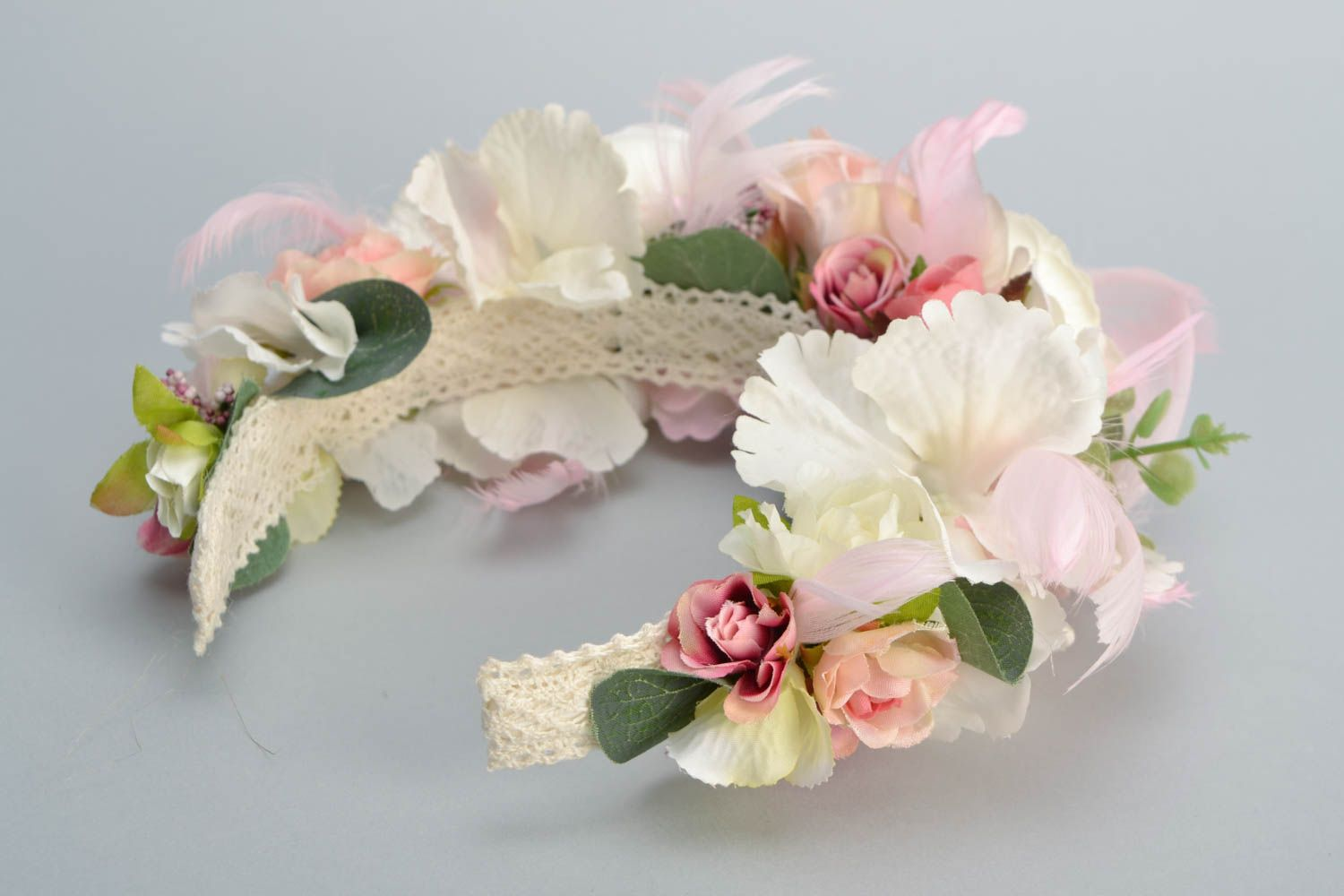 Headband with artificial flowers and feathers photo 5