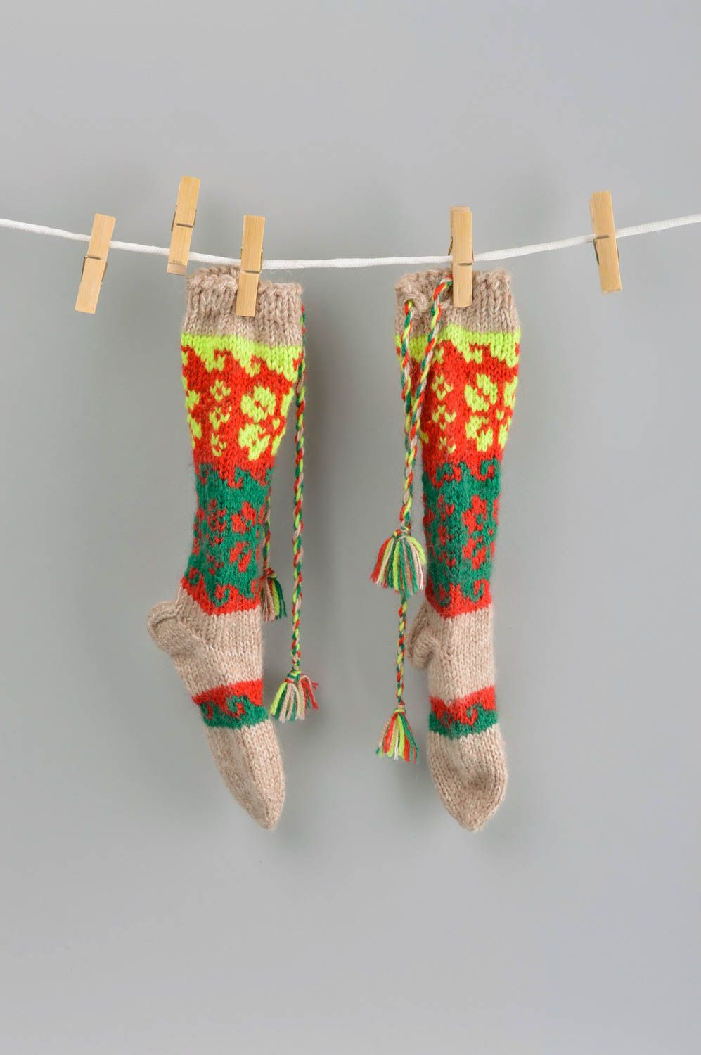 Notice: Undefined variable: cat in /home/newmadeheart/prod/cache/volt/%%home%%newmadeheart%%prod%%app%%views%%product%%index.volt.php on line 139  Colorful handmade wool socks warm knitted socks winter accessories for kids - MADEheart.com