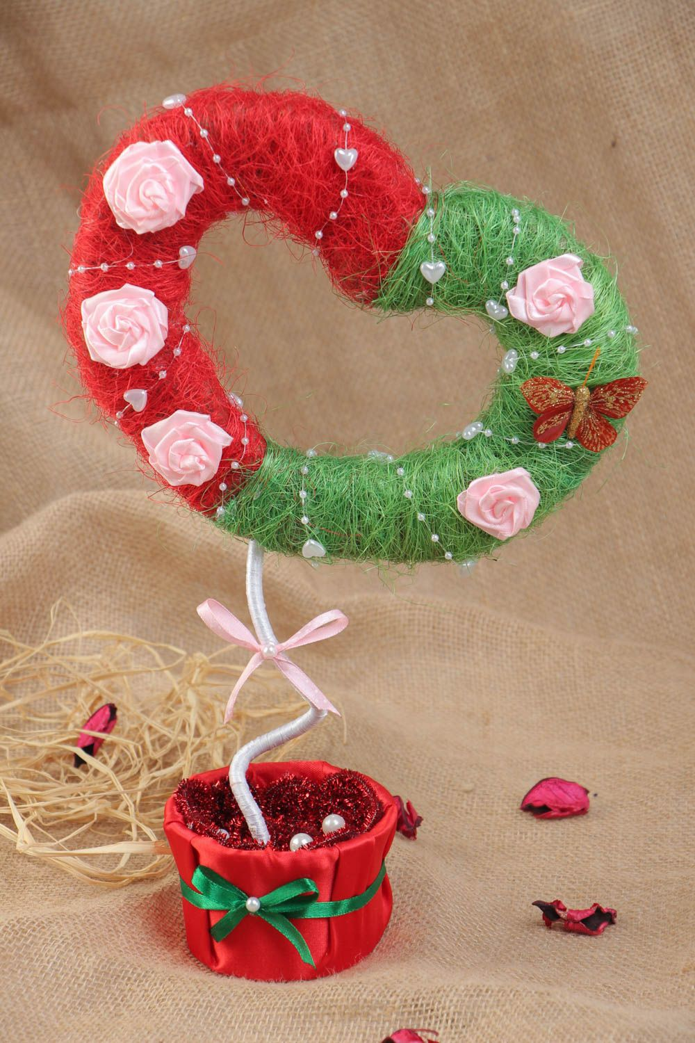 Handmade topiary made of sisal in the shape of heart with flowers green with red photo 1