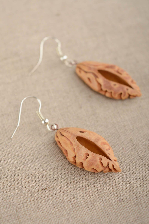 Madeheart boucles d 39 oreilles en noyaux d 39 abricots faites main pendantes originales marron - Planter noyau d abricot ...