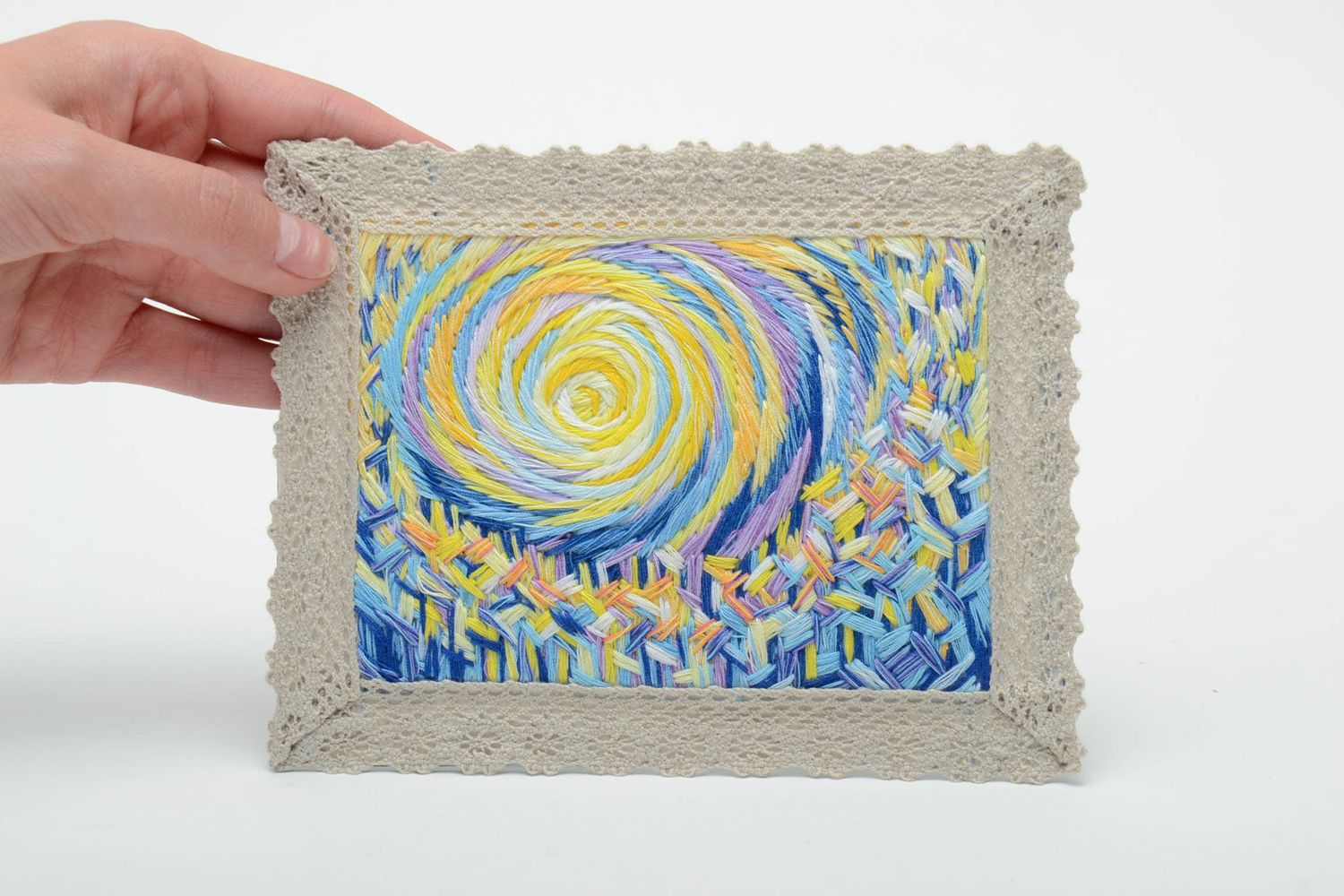Satin stitch embroidered magnet picture with lace photo 5