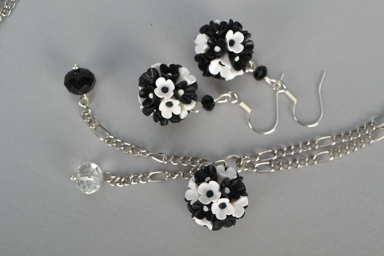 Plastic jewelry set Black and White photo 3