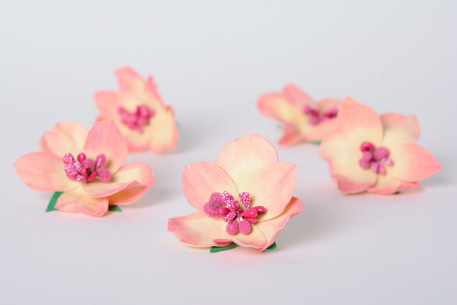 Set of handmade foamiran fabric flower hairpins 5 pieces of pink color photo 3