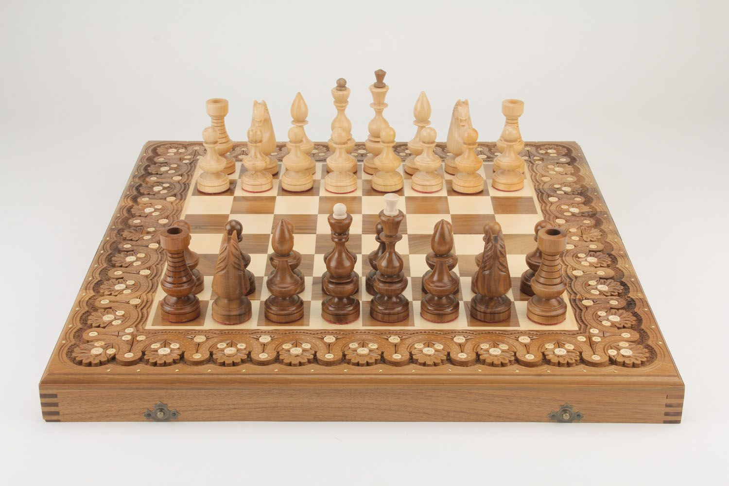madeheart brettspiele set aus holz schach dame. Black Bedroom Furniture Sets. Home Design Ideas
