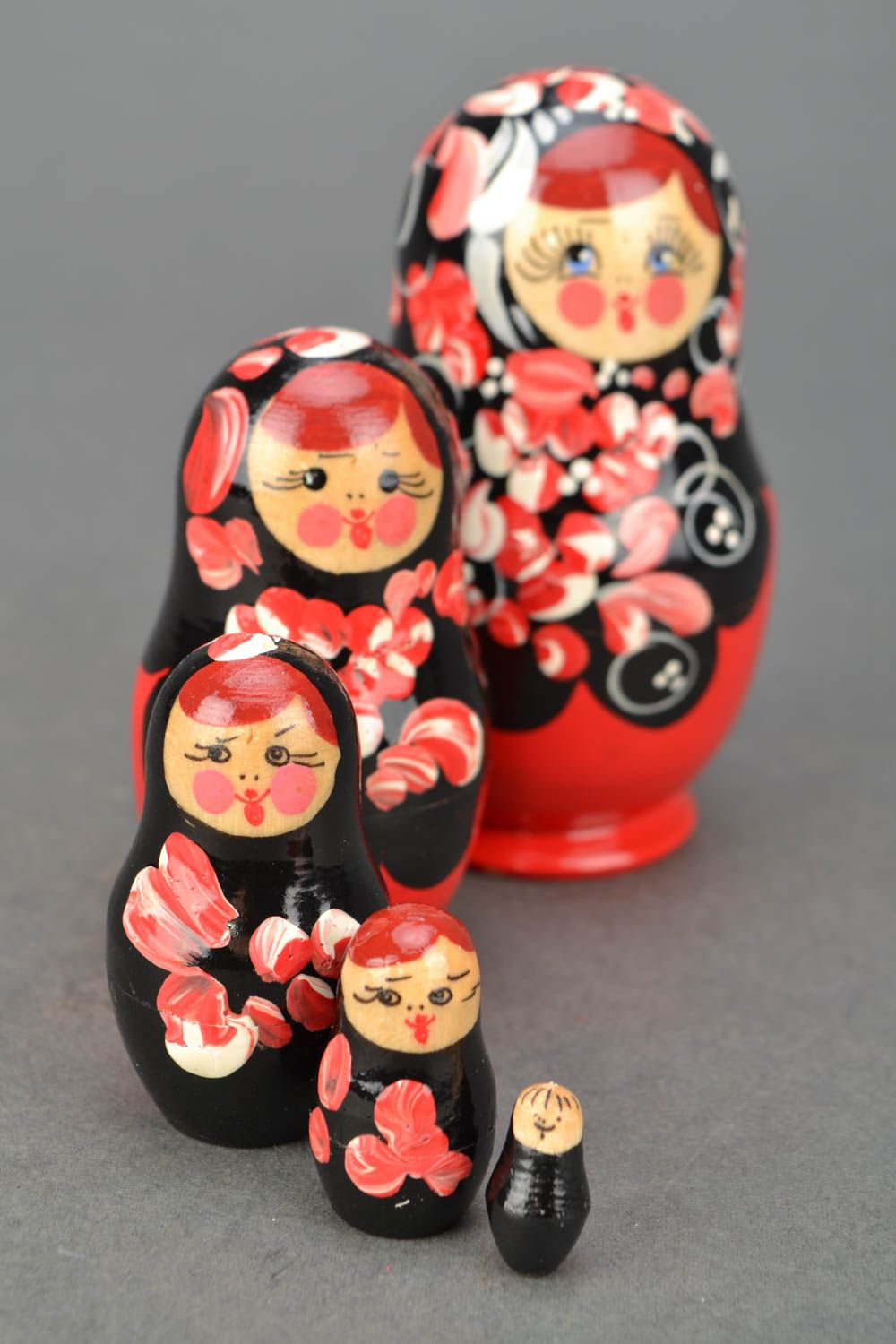 Wooden nesting doll with Petrikov painting photo 3