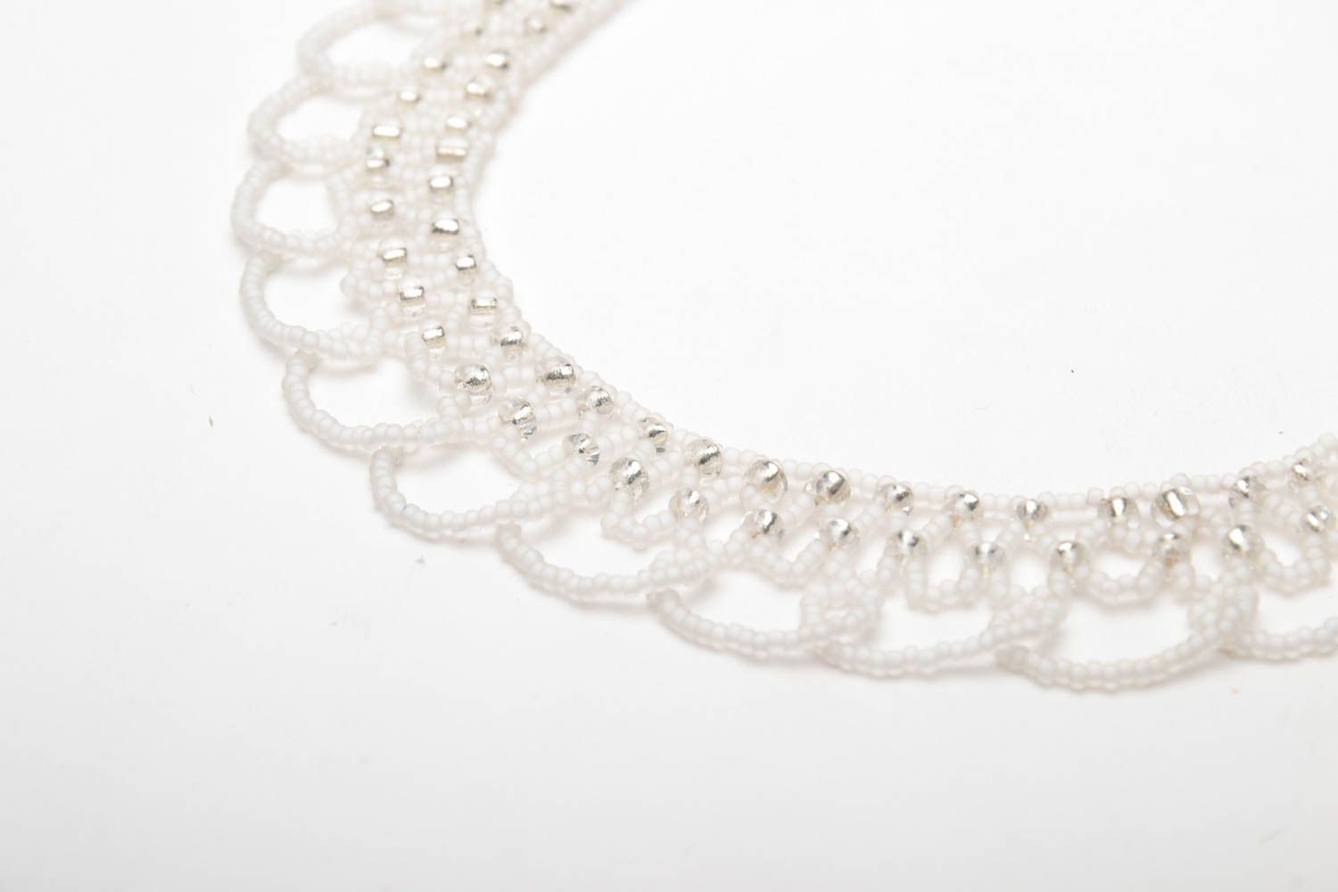 White beaded necklace photo 4
