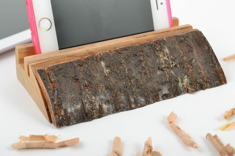 madeheart holz tablet halter ko rein st nder f r gadgets originell handgemacht geschnitzt. Black Bedroom Furniture Sets. Home Design Ideas