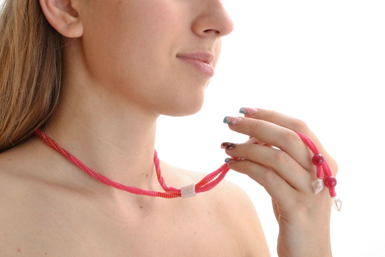 Колье-жгут из бисера Красный шнурок фото 5