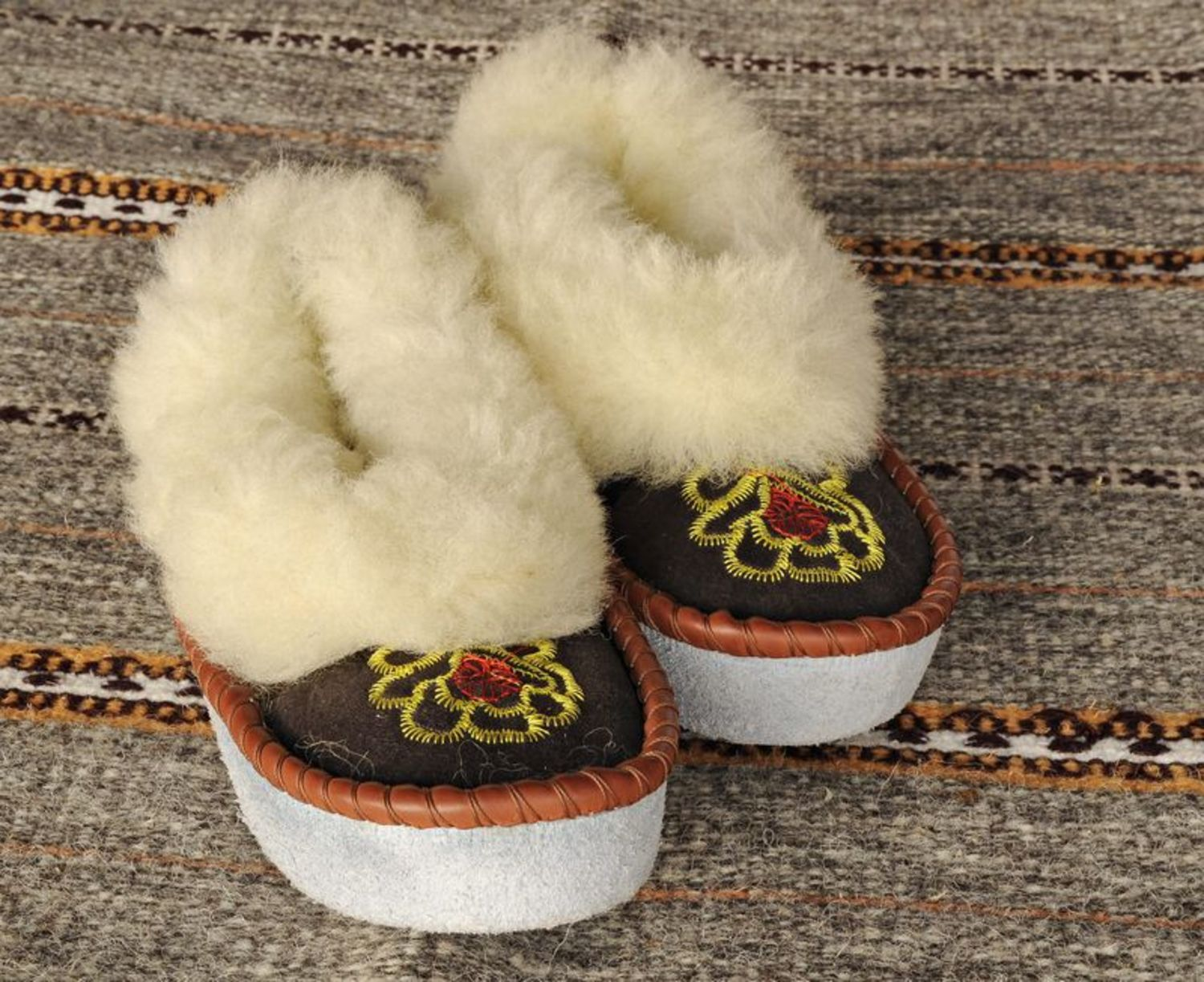 footwear Women's slippers made ​​of lambskin - MADEheart.com