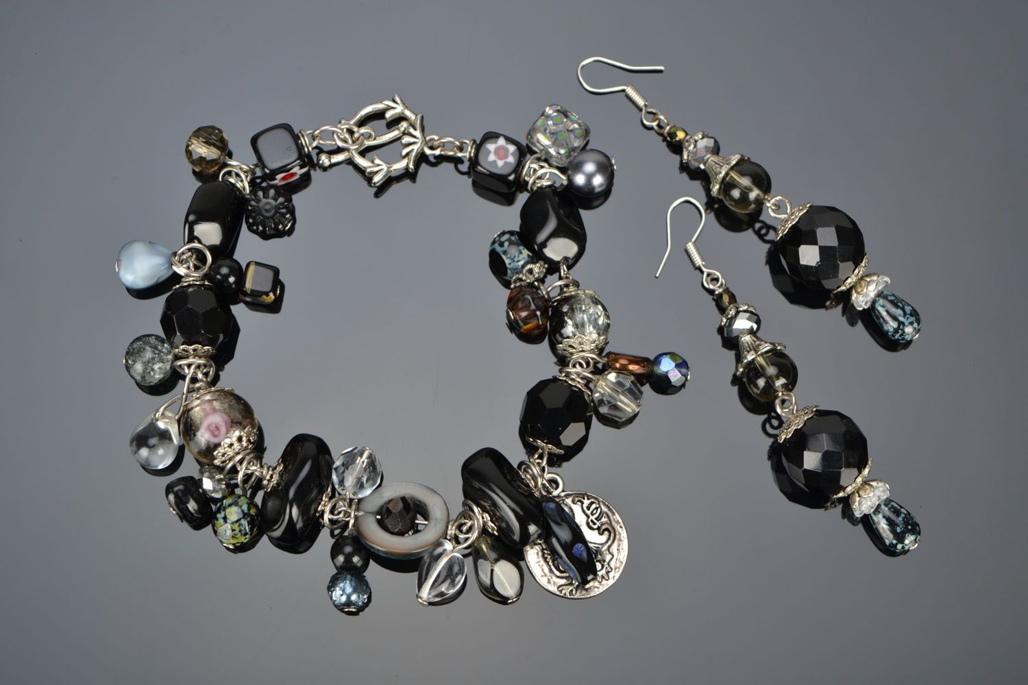 Set of jewelry with beads photo 1
