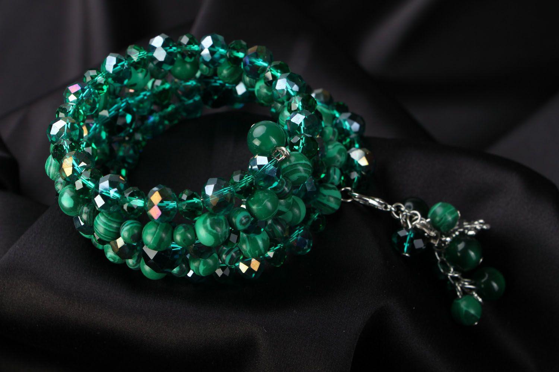 Smaragdgrünes mehrreihiges Armband mit Natursteinen  foto 2