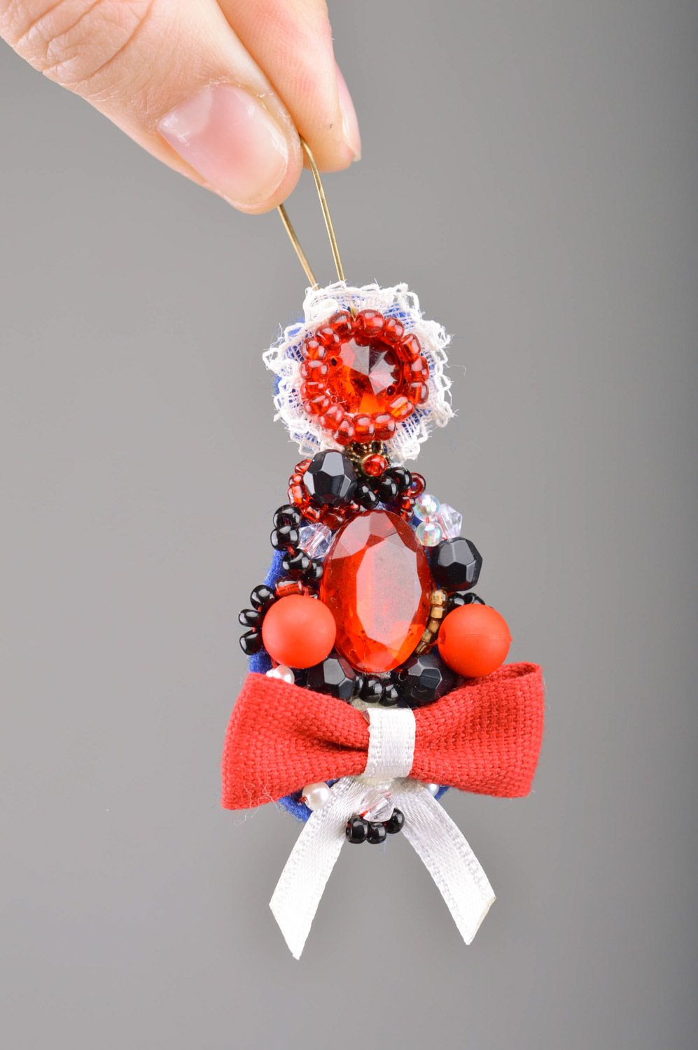Handmade festive beaded dangle earrings with bows in red color palette for women photo 4