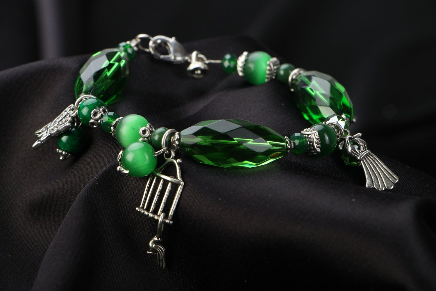 Natural stone bracelet of green color photo 2