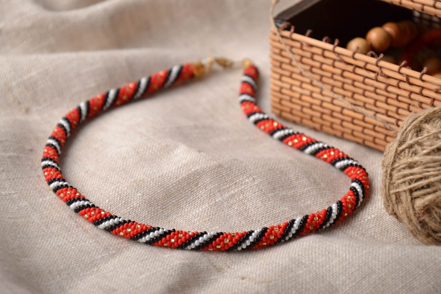 Beaded necklace in ethnic style photo 1