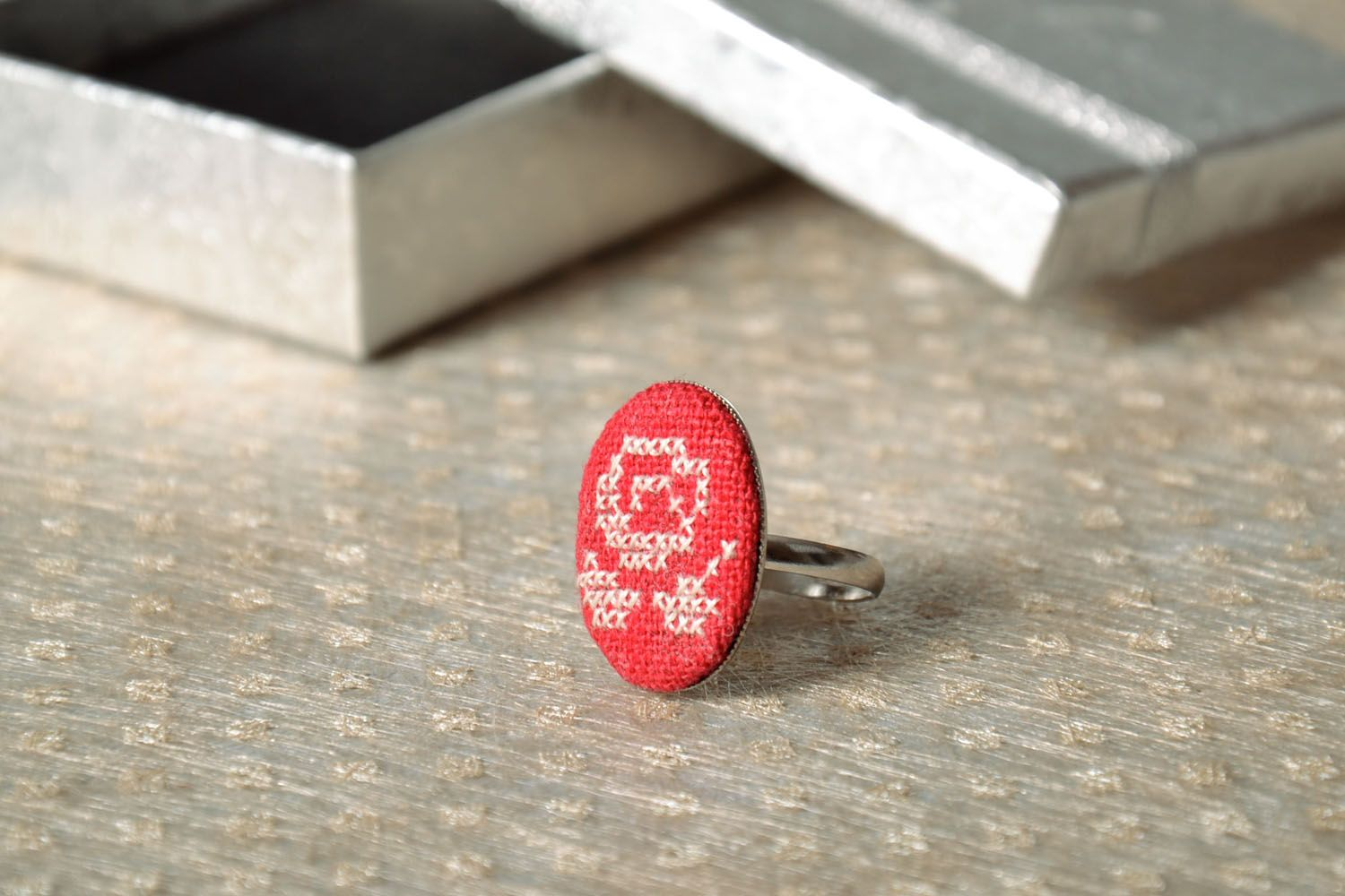 Beautiful seal ring with embroidered flower photo 1
