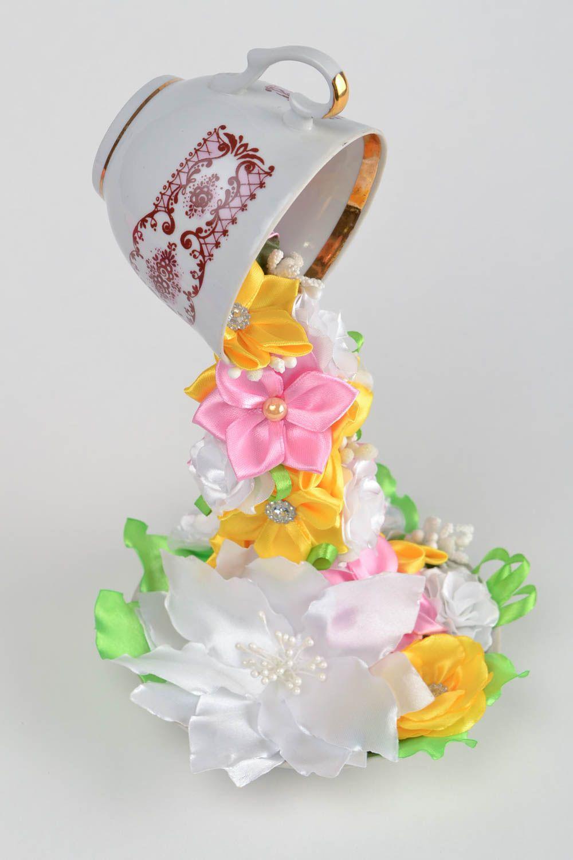 Парящая чашка своими руками из атласных цветов