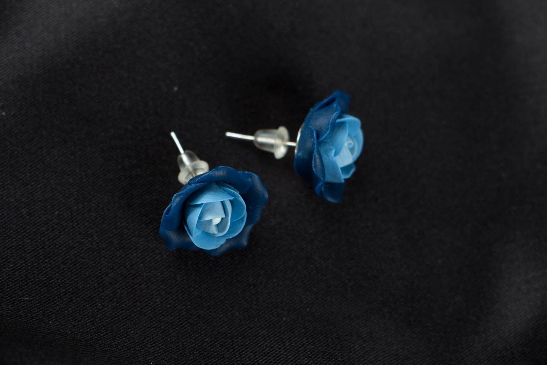 Blaue Blumen Ohrstecker aus Polymerton  foto 1