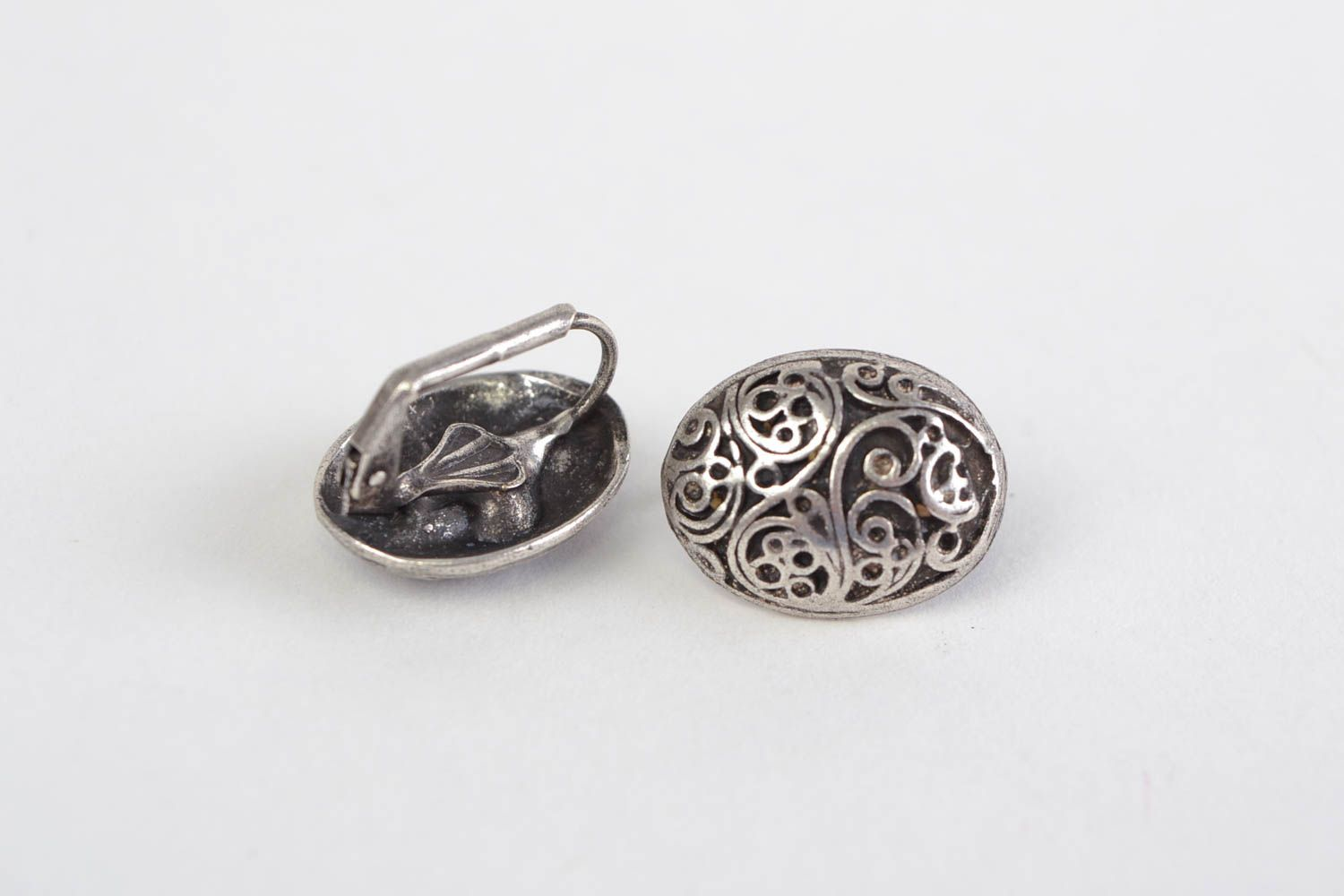 Handmade neat oval ornamented stud earrings cast of hypoallergenic metal alloy  photo 5