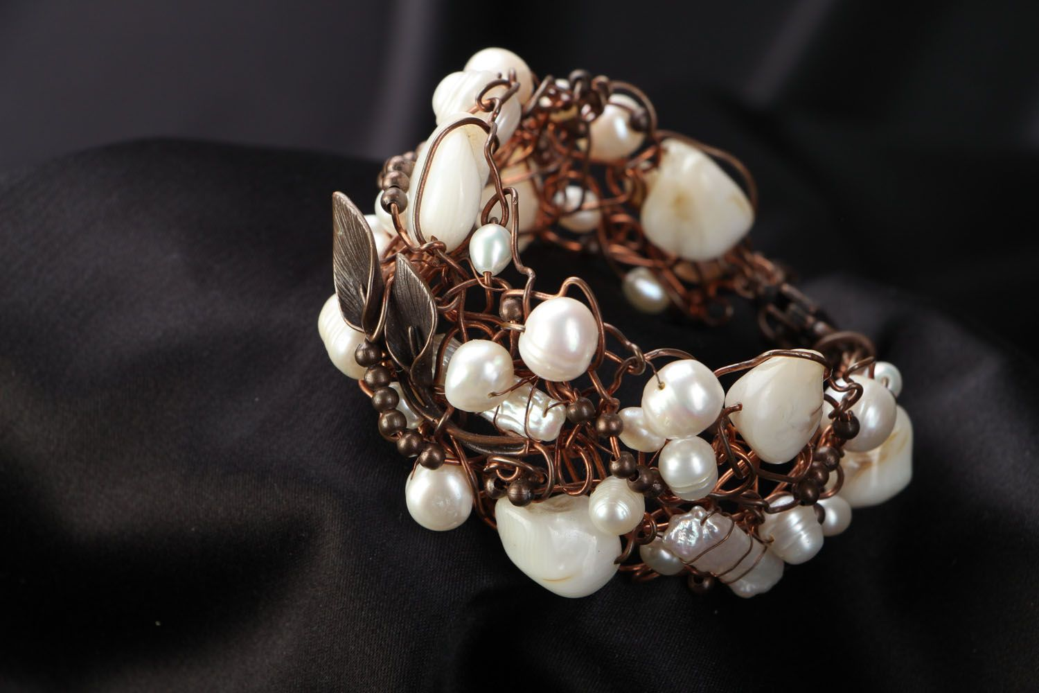 Copper bracelet with pearl and nacre photo 1