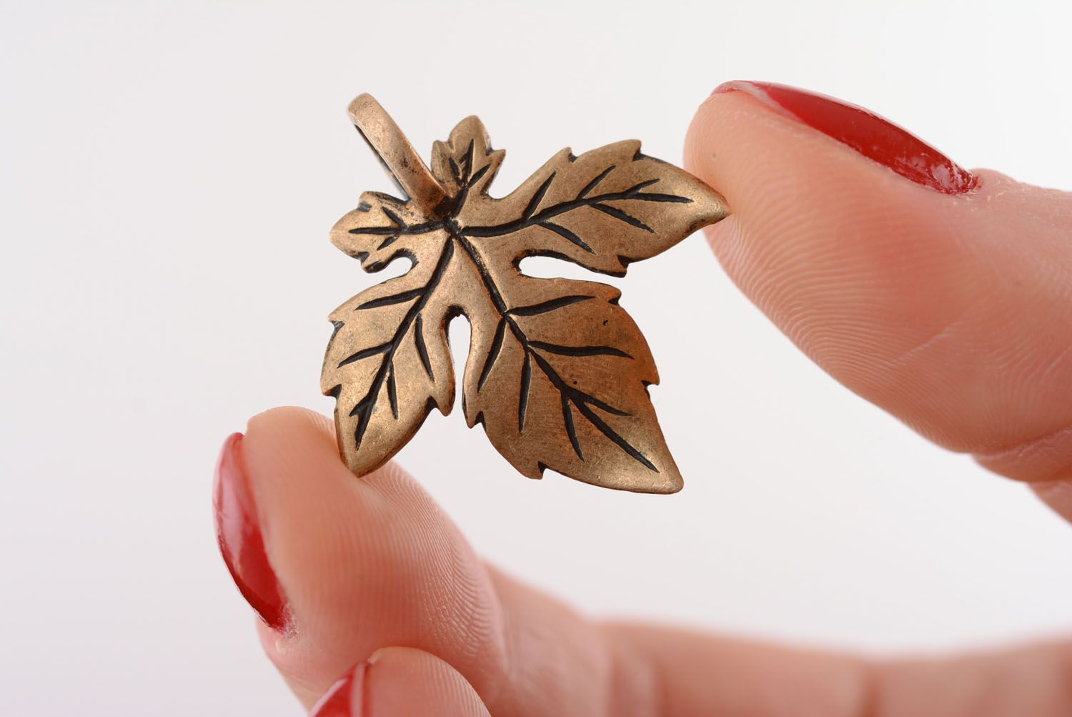 Bronze pendant in the shape of a leaf photo 4