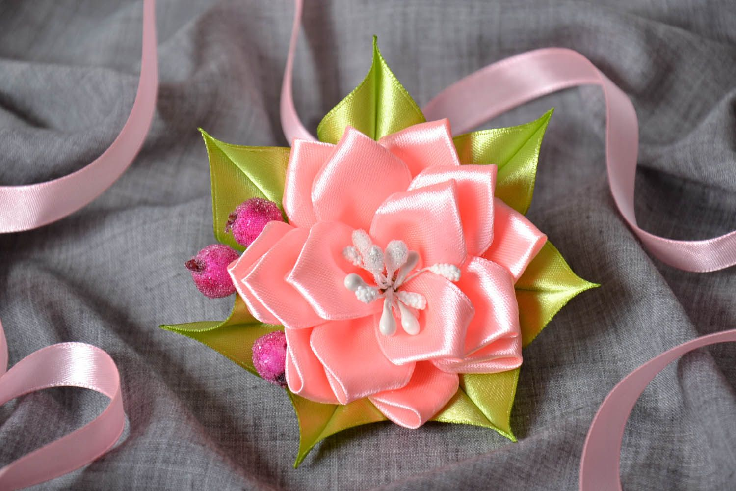 Hair barrette made of ribbons photo 1