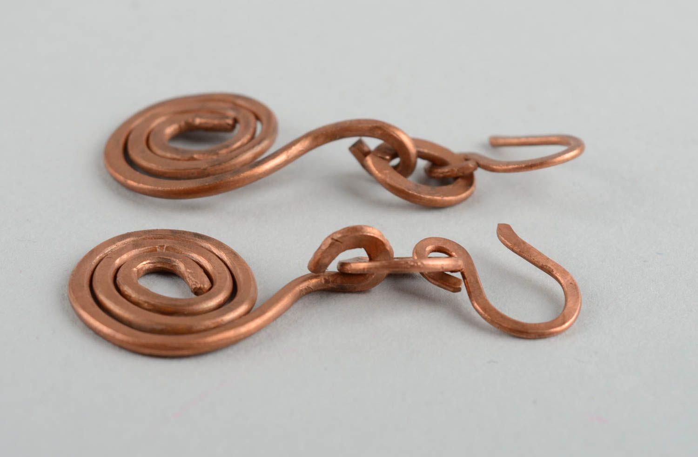Длинные металлические серьги ручной работы оригинальные красивые с подвесками фото 4