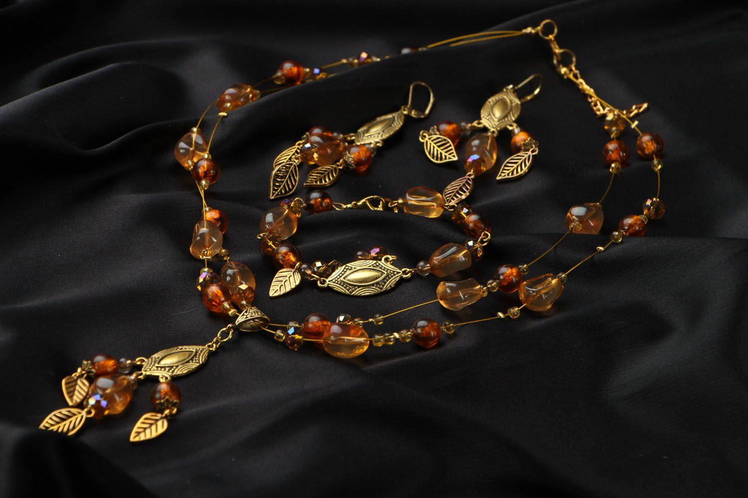 Jewelry set with amber and Czech glass photo 4